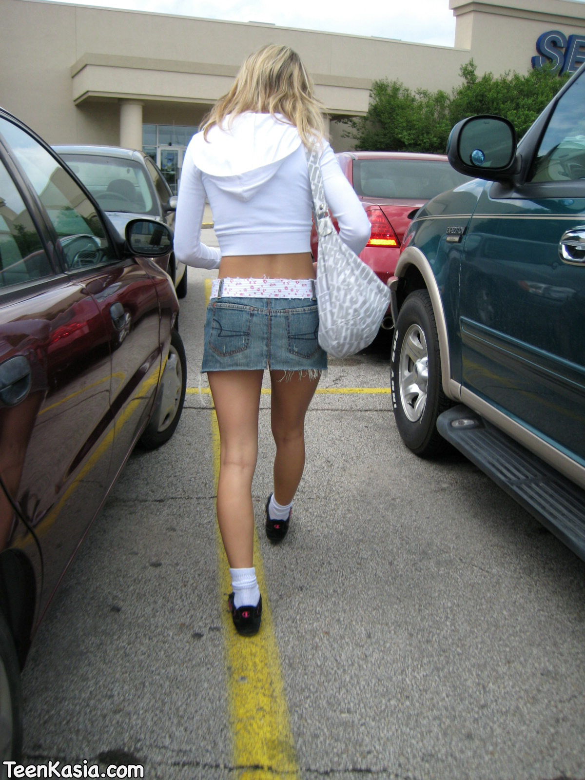 Секс в джинсовой мини фото 1 фотография